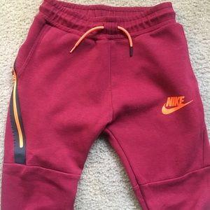 🤩 Nike slim fit Joggers Size S (boys) EUC🤩